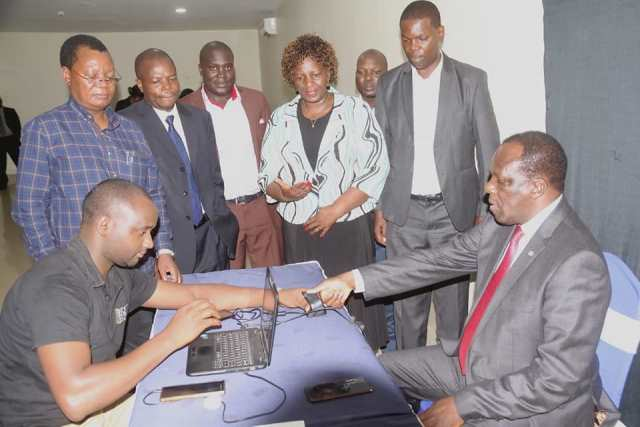 KAKAMEGA GOVERNOR PRESENTS HIMSELF FOR COUNTY STAFF HEAD COUNT